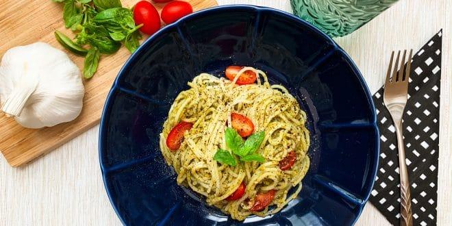 Vaříme dietně a zdravě: Fitness špagety s bazalkovým pestem