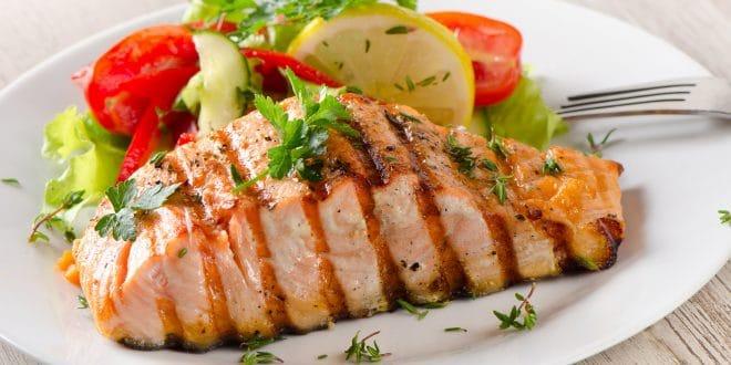 Zdravá večeře při hubnutí: Jak si dietně pochutnat i před spánkem